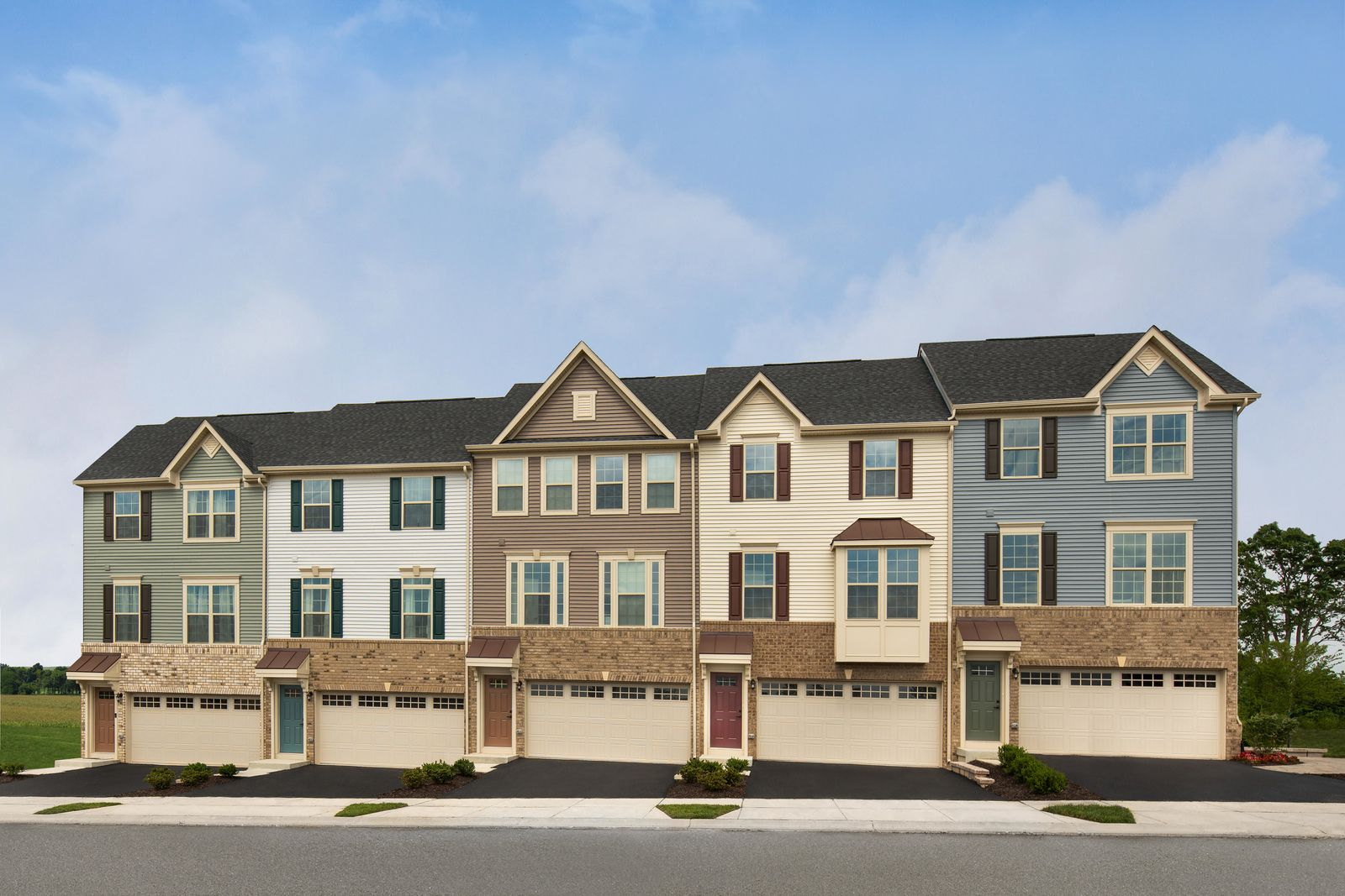 WELCOME TO LAKE LINGANORE HAMPTONS IN NEW MARKET, MD:Own a townhome with luxury features included in a resort-style community and walkable to the lake and new elementary school.Schedule your appointment today!