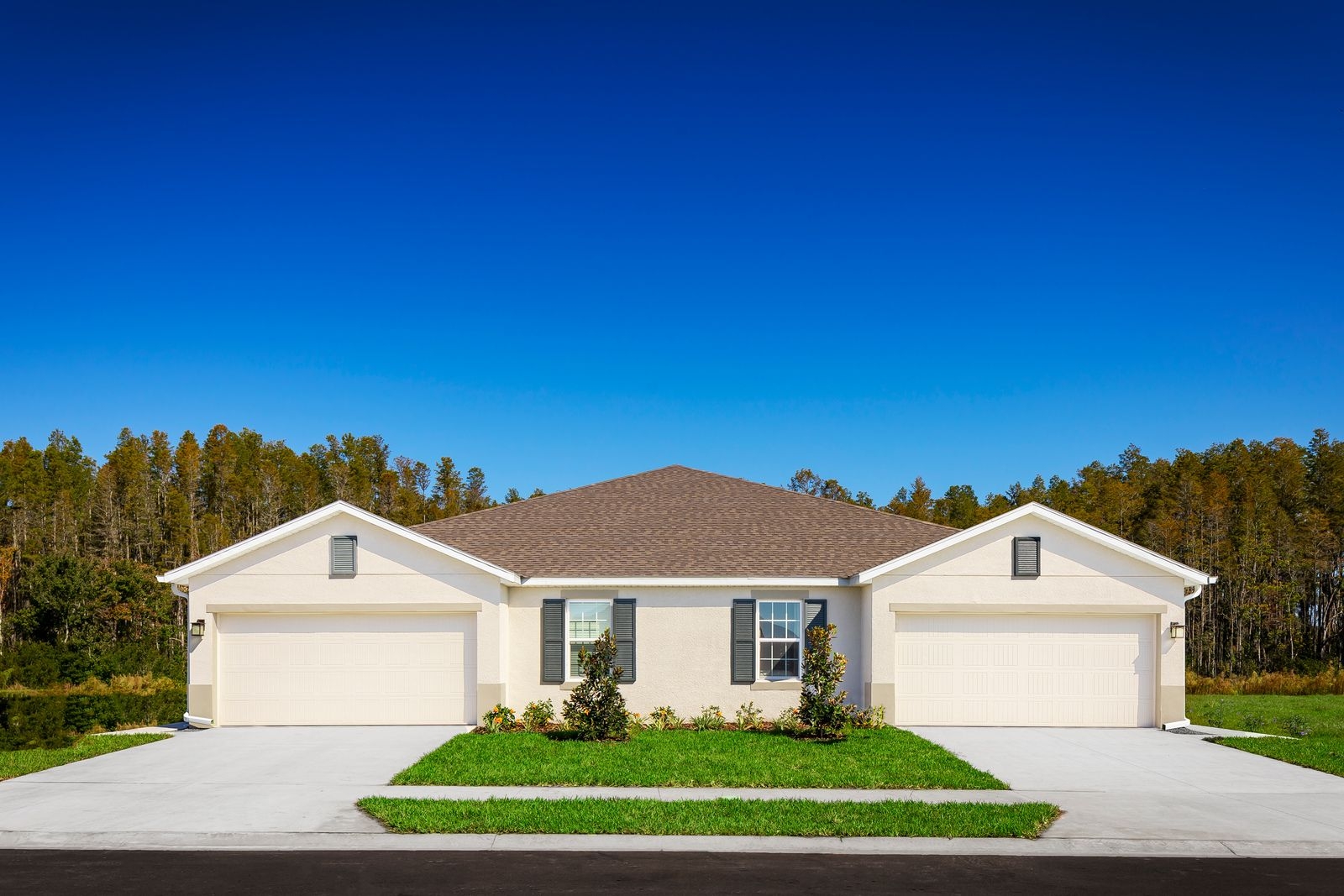 New Villas In Land O Lakes, Florida:Spacious one-story villas with 3 bedrooms, covered lanai and a 2 car garage, offering a low-maintenance lifestyle.