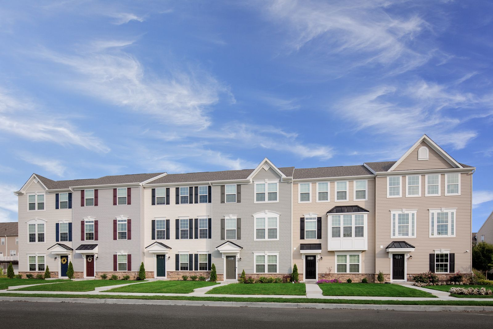 WELCOME TO CHESTNUT HILL PRESERVE TOWNHOMES:Own a luxury 2-car garage townhome with a finished lower level, designer kitchen, and 10' x 20' deck in a convenient Newark location near shopping, dining, and I-95.Schedule your visit today!