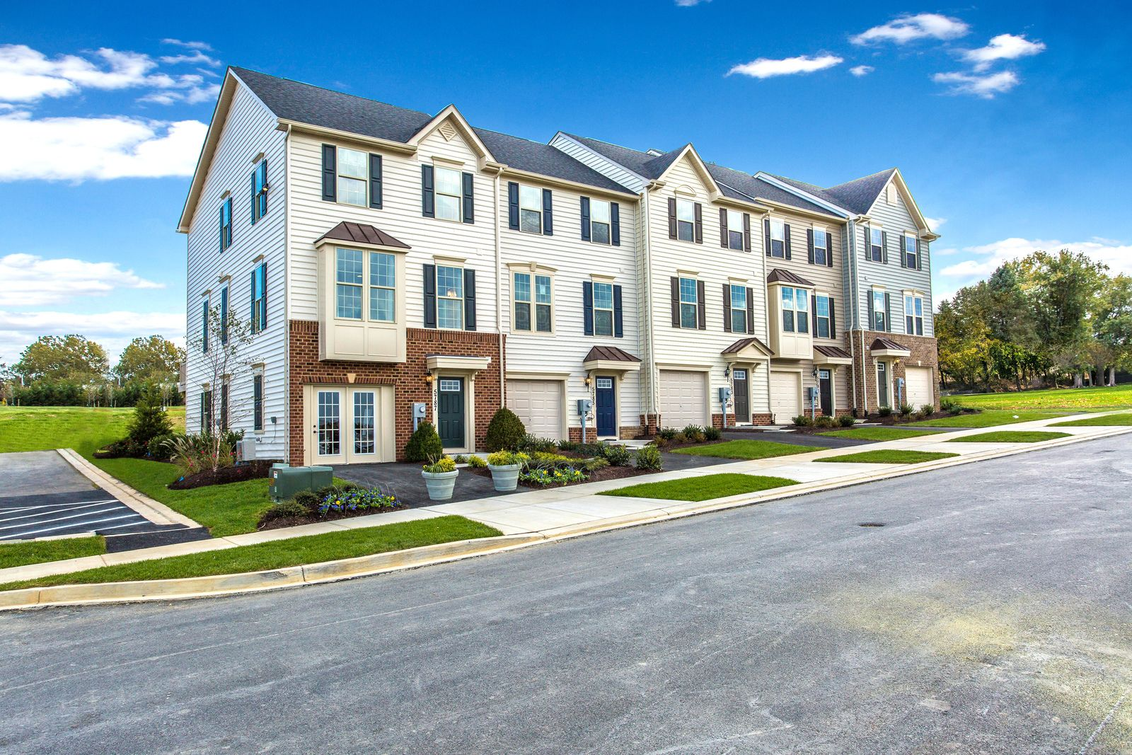 Welcome to Water Club Towns:Only new townhomes with established first-class amenities in Cinnaminson. 5 miles to Philly and 1/8 mile from the River LINE.Click here to schedule your visit. Photograph (1)