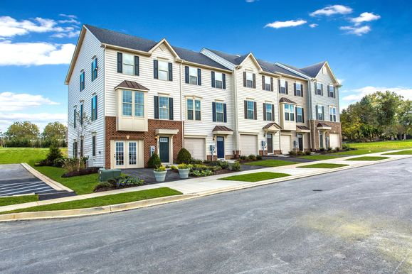 Welcome to Water Club Towns:These beautiful new townhomes feature open floorplans, water views and completed amenities. Photograph (1)