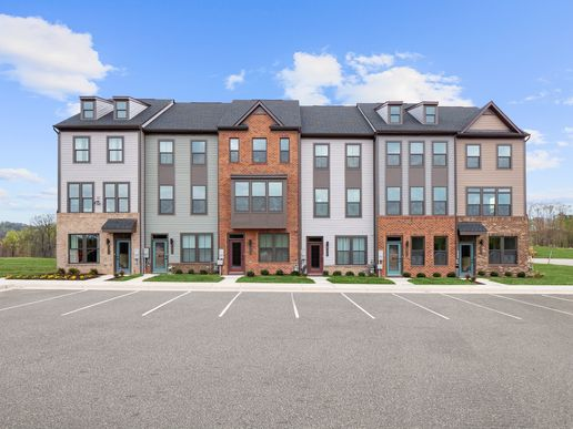 Welcome to Tanyard Shores:Live in a waterfront community with resort amenities - where you can vacation at home!Click here to schedule your 1-1 in person or virtual visit.