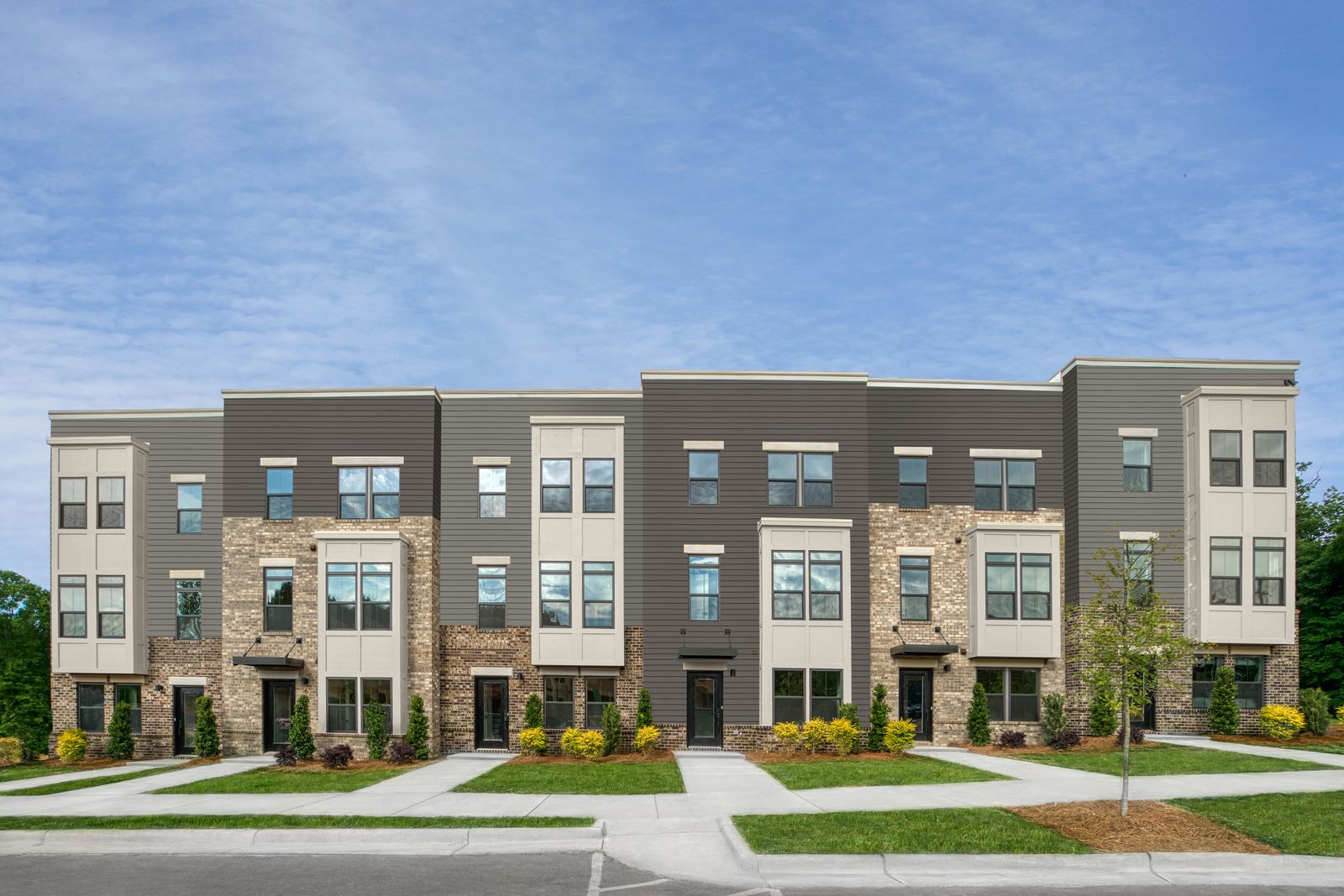 DREAM LIFESTYLE NEAR COTSWOLD, SOUTHPARK, AND UPTOWN CHARLOTTE:Live close to work, trendy restaurants, and more—Schedule a visit to Wendover Green!