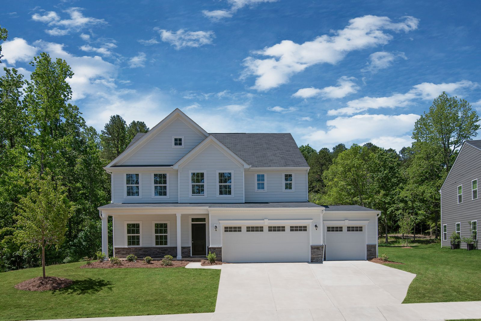 HUNTERSVILLE COMMUNITY WITH SPACIOUS, WOODED HOMESITES:You can have it all at Chapel Grove... space between neighbors, a home that backs to trees, walking trails, and a convenient location.Schedule a visitto learn more!