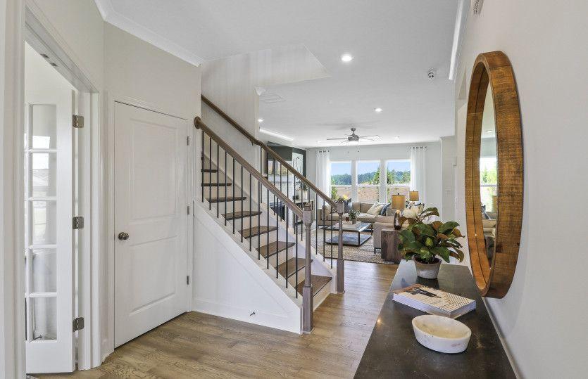 Riverton:Foyer, Entry