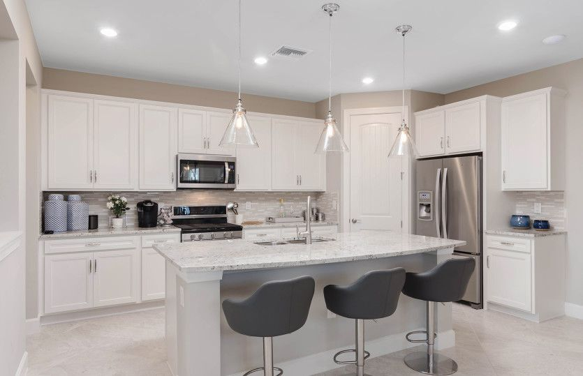 Arbordale:Open kitchen with center island and walk-in pantry