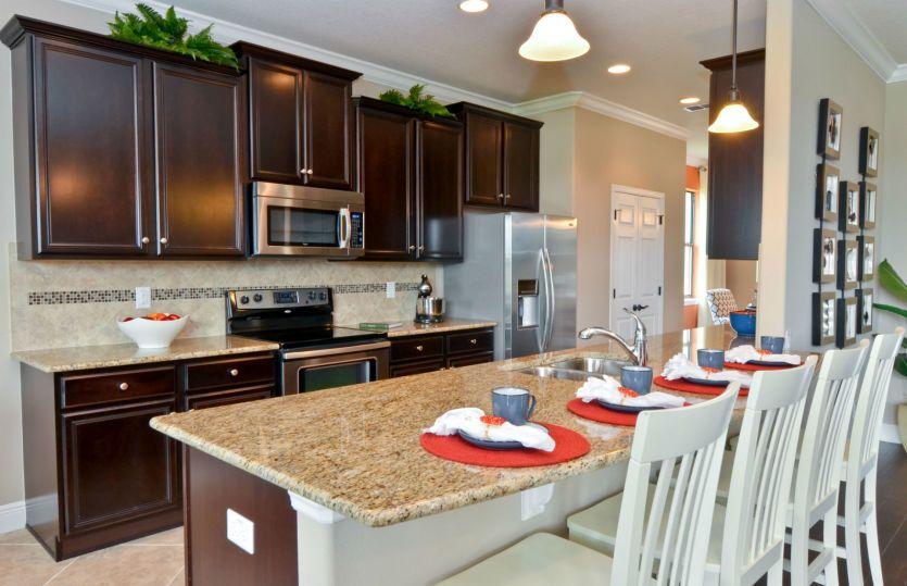 Sandhill:Kitchen with center island