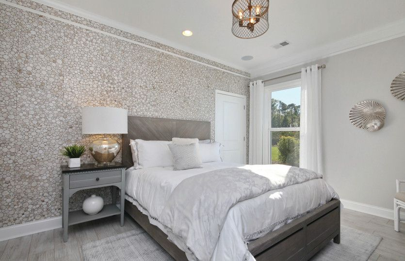 Martin Ray:Crown Molding in Bedroom