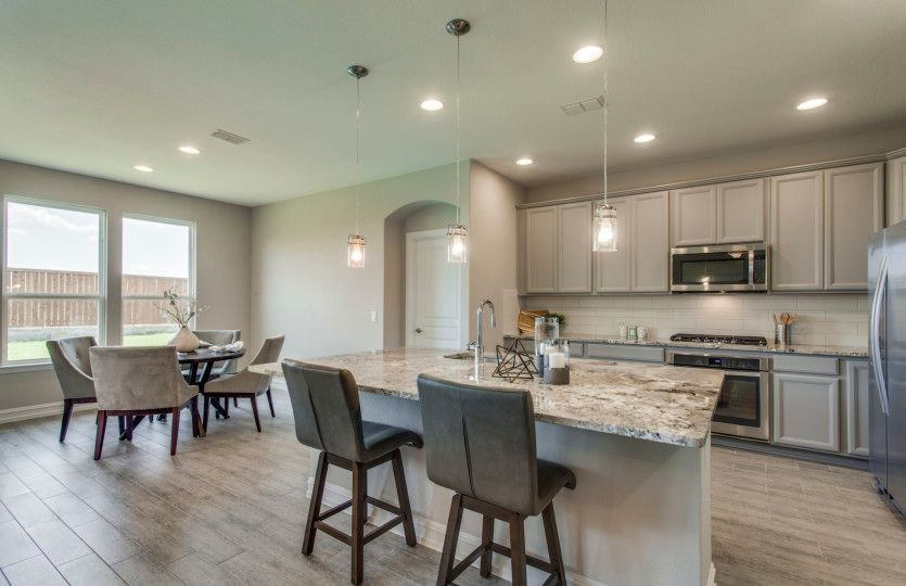 Dayton:Eat-in kitchen and dining area