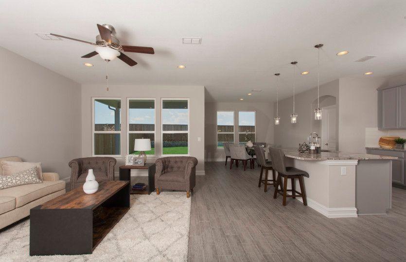 Dayton:Spacious Gathering Room and Kitchen