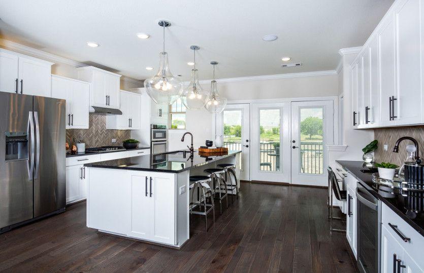 Conroe:Large Open Island Kitchen