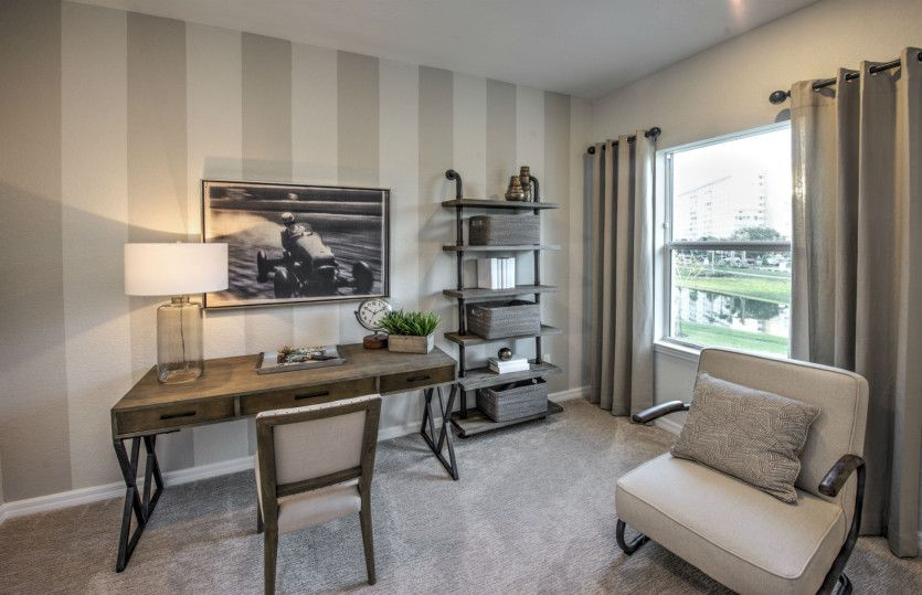 Alexander:Flexible living space off entry