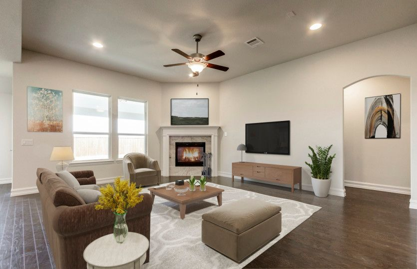 Sunnyvale:Spacious gathering room with large windows