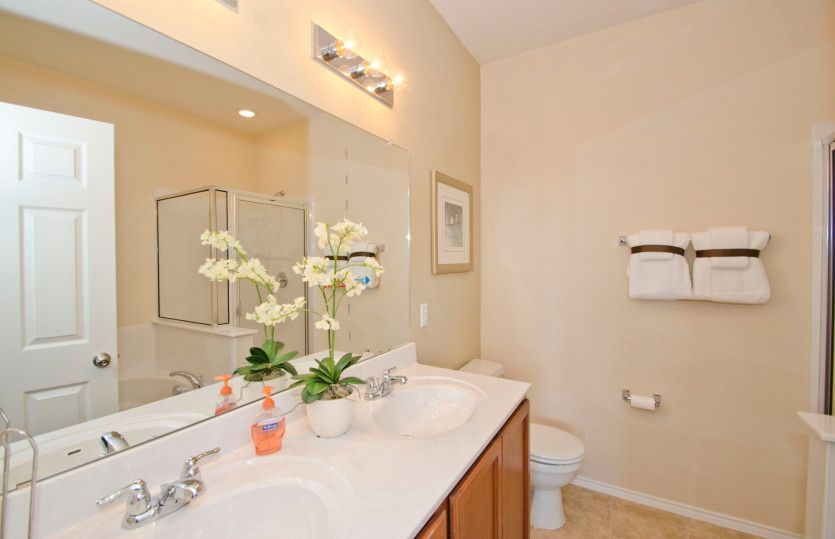 Serenada:Owner's bath with double vanity