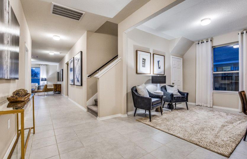 La Salle:Model Representation - Flexible living space off entryway