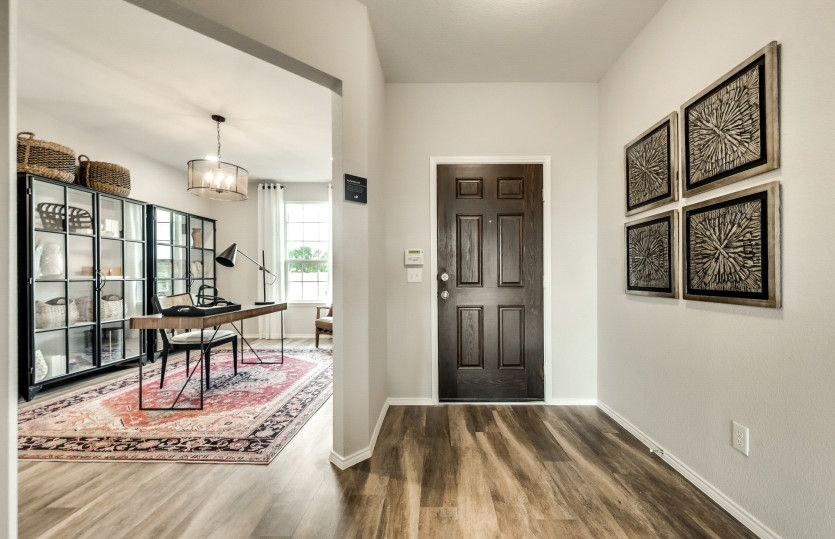 Thomaston:Welcoming entryway into home
