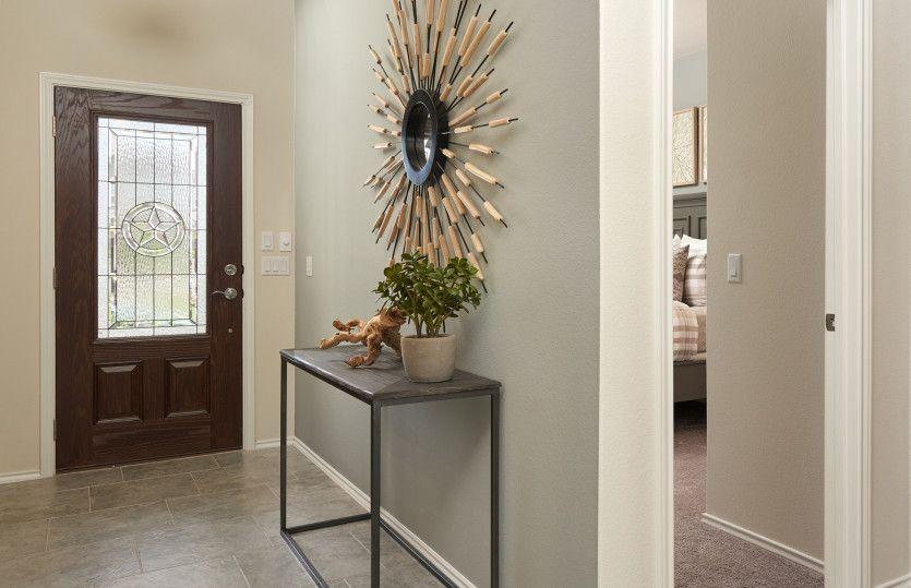 Kisko:Welcoming entryway into home