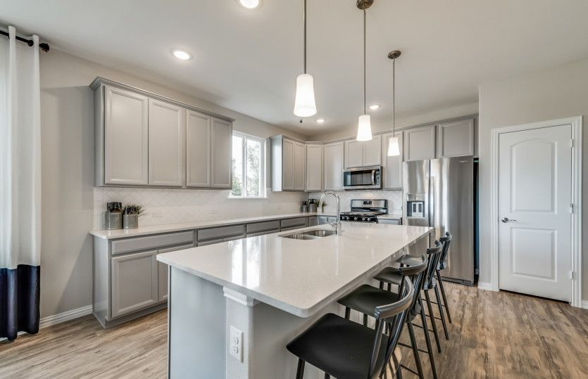 Emory:Spacious island kitchen with eat-in bartop