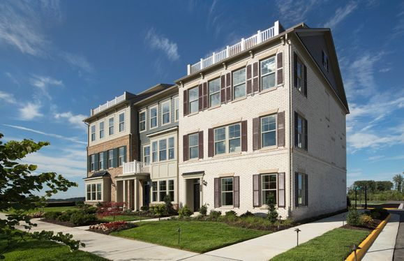 Crestwind with Roof Terrace:Stately Townhome Exteriors
