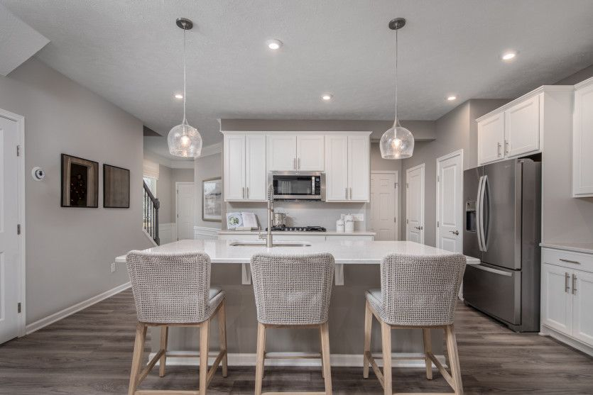 Ashton:Perfect Size Kitchen for Cooking and Entertaining