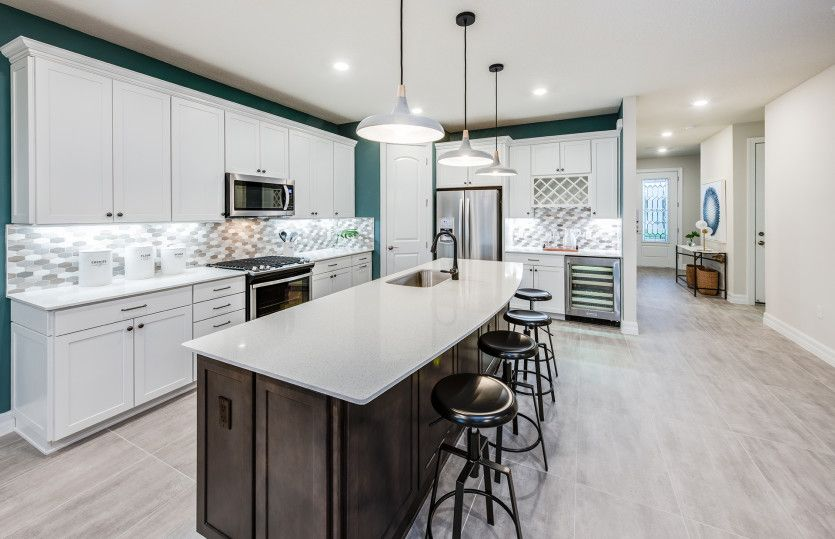 Citrus Grove:Kitchen with Large Center Island - Perfect for Entertaining