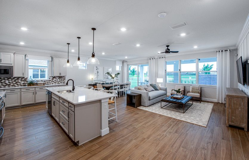 Palmary:Kitchen overlooking the gathering room