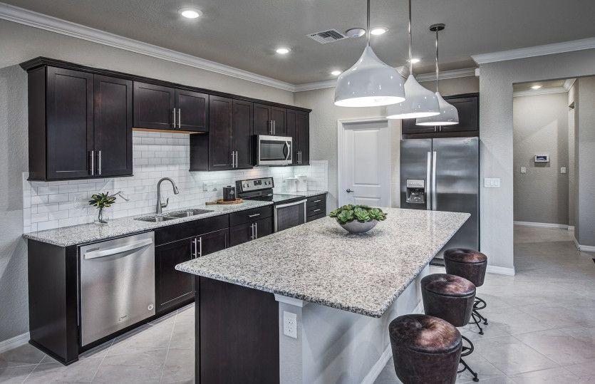 Grayton:Oversized Island in Kitchen