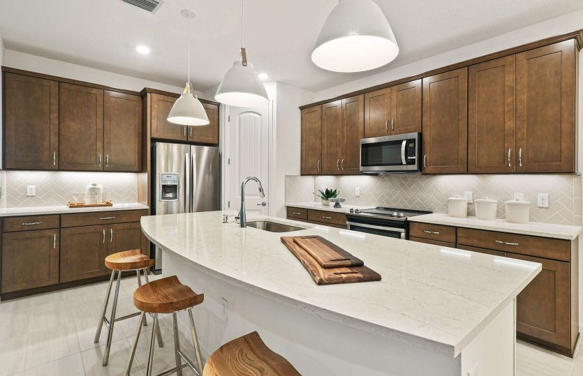 Citrus Grove:Kitchen with Large Island Overlooking Gathering Room