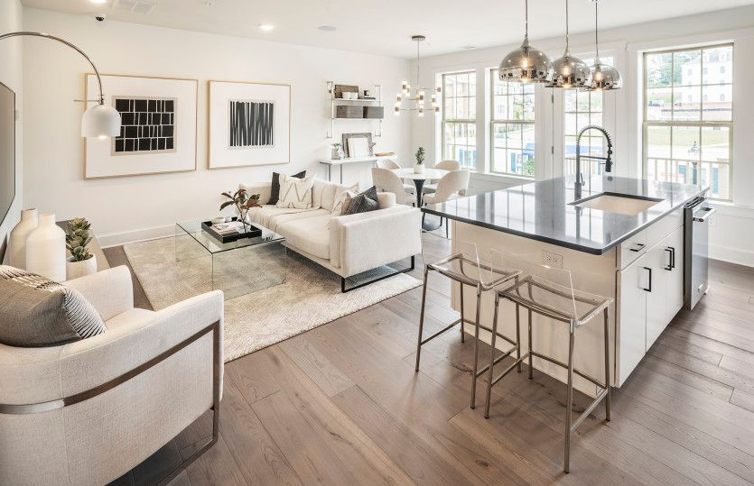 Union:Lots of natural light throughout main living level