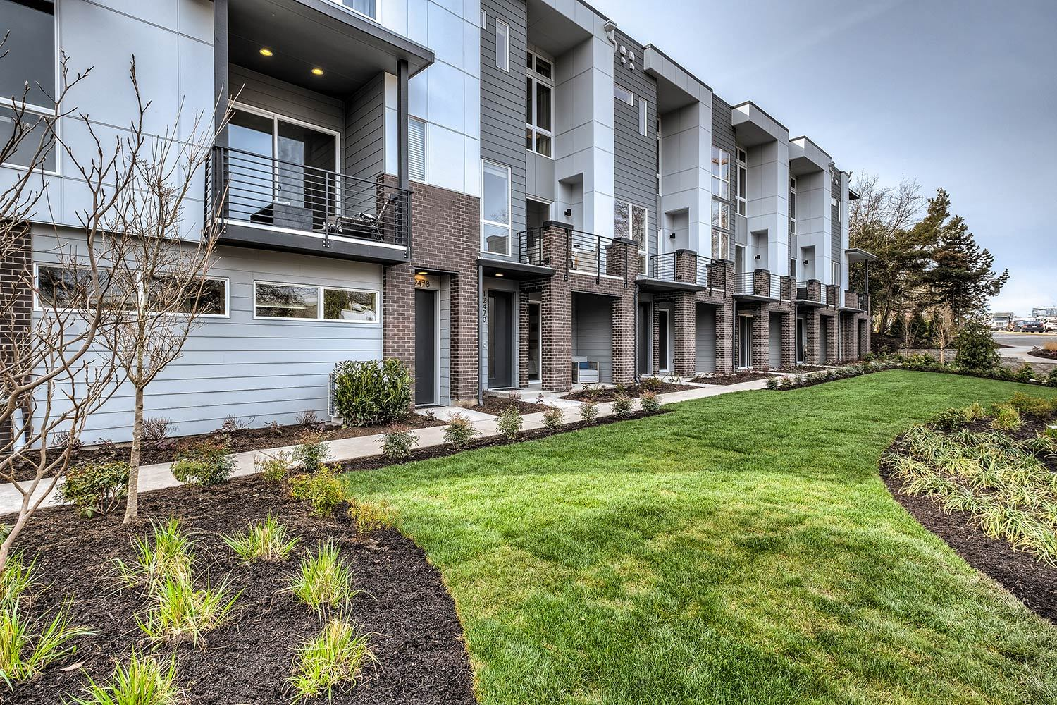 Exterior:Lario - New Townhomes in Bellevue