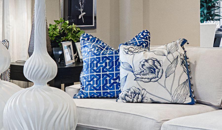 Standard series 5 - Hemingway-GreatRm-white-blue:Great room