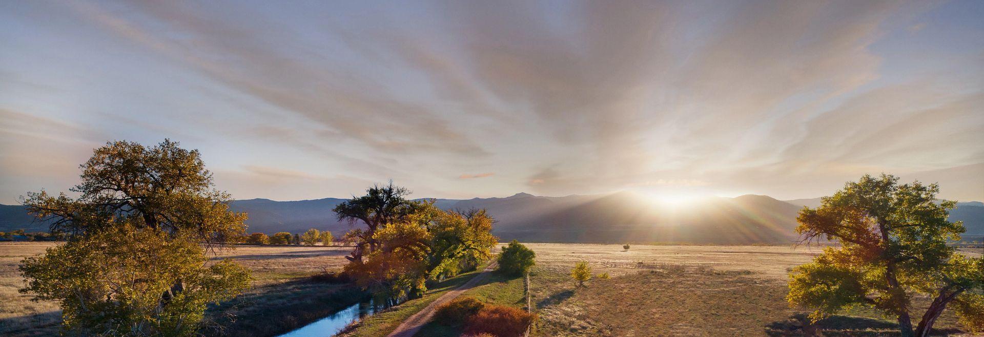 Solstice Lifestyle Mountains Sun Set:Solstice Sunset