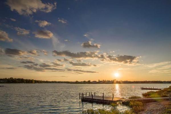 Raintree Lake community
