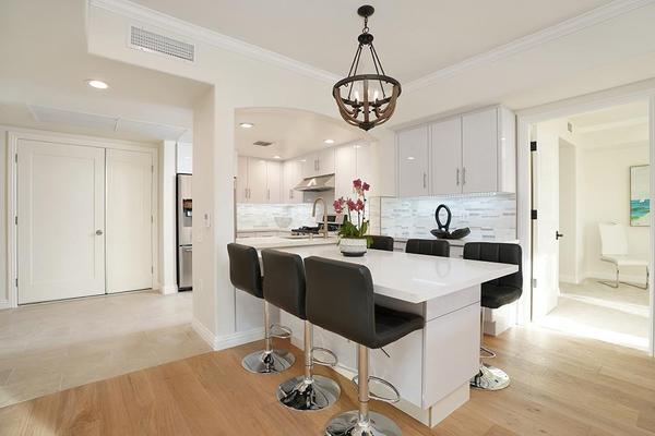 Long Beach Garden Home:2B Dinning