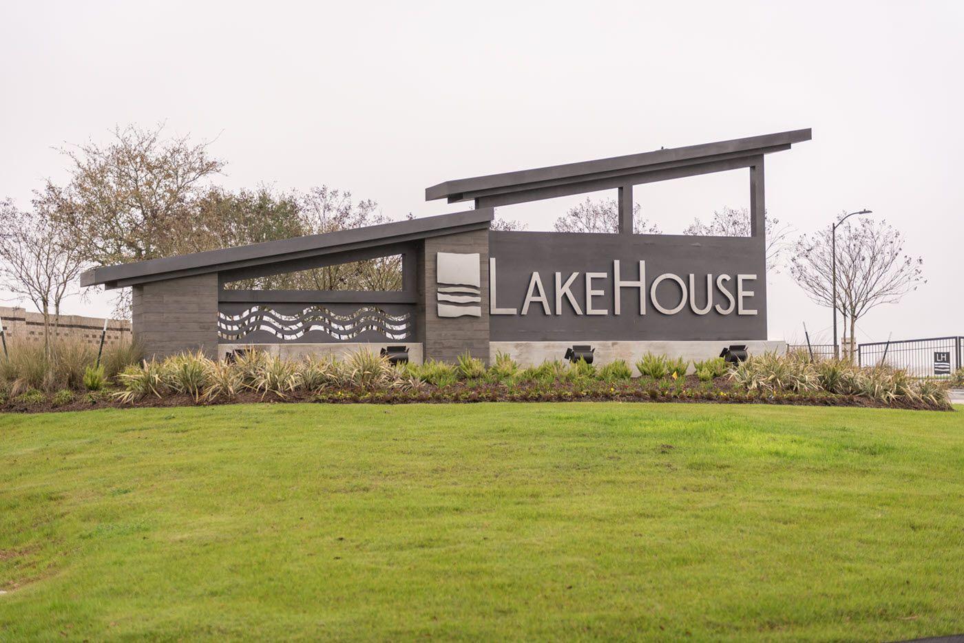 Lakehouse Monument