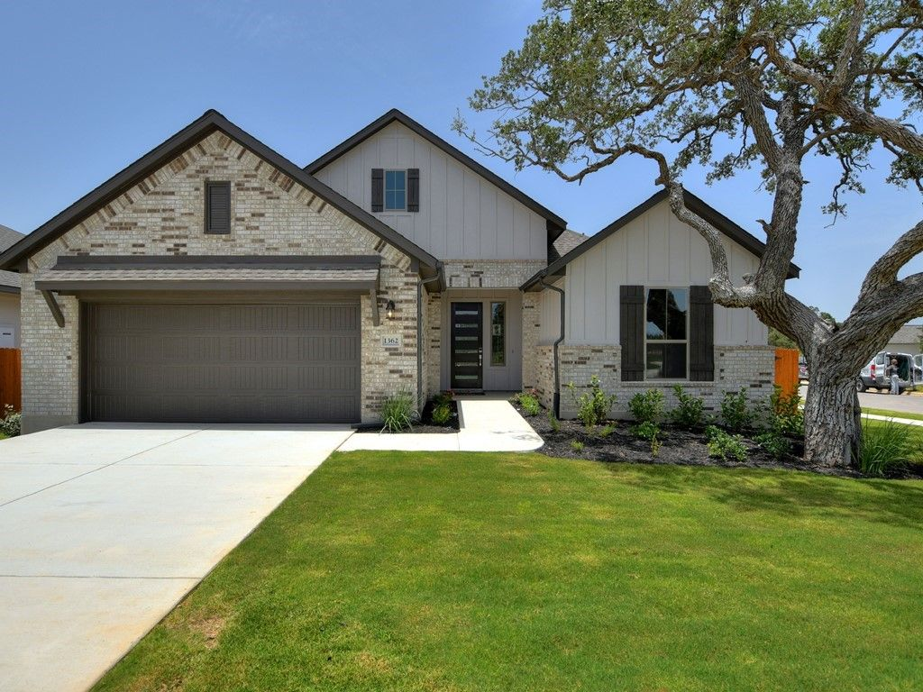 1362 Founders Park 001 Front:Comal, Elevation B