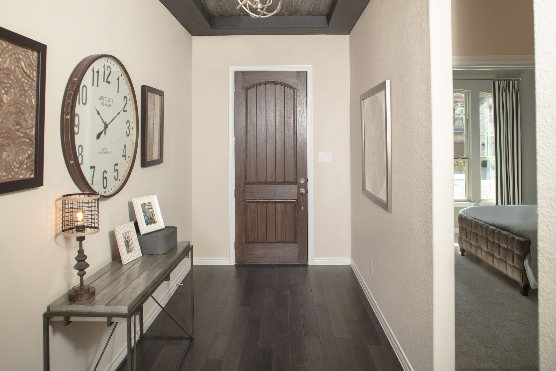 Chisholm Trail | Kensington | Entry-Foyer