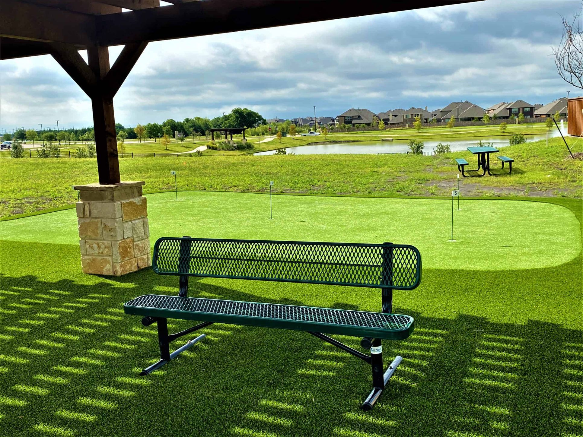 Putting Green:Lakeside Amenity Center
