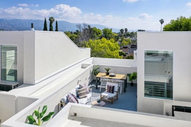 CUE Noho:This home features an expansive rooftop deck.
